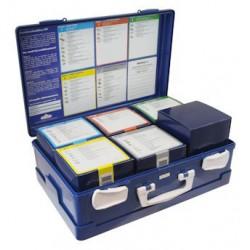 open blauwe verbandkoffer met 6 doosjes gevuld met verbandmiddelen