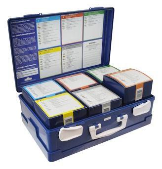 Opengeklapte verbandkoffer met 6 doosjes gevuld met verbandmiddelen